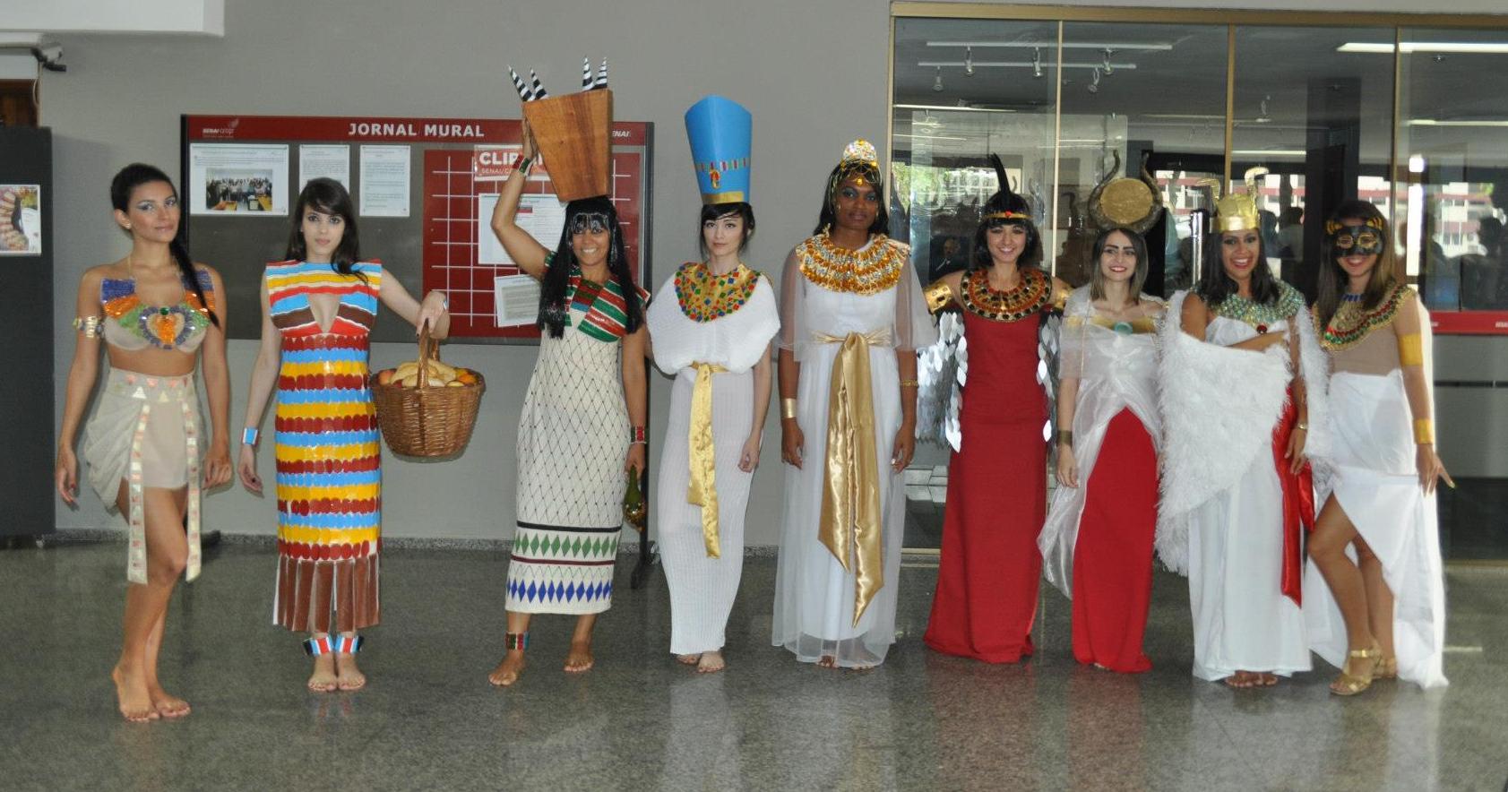 Trabalho de indumentária: Egito Z477856_480429118634420_1457557480_o-1